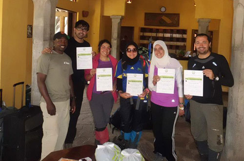 Kia-lodge_receiving-certificates